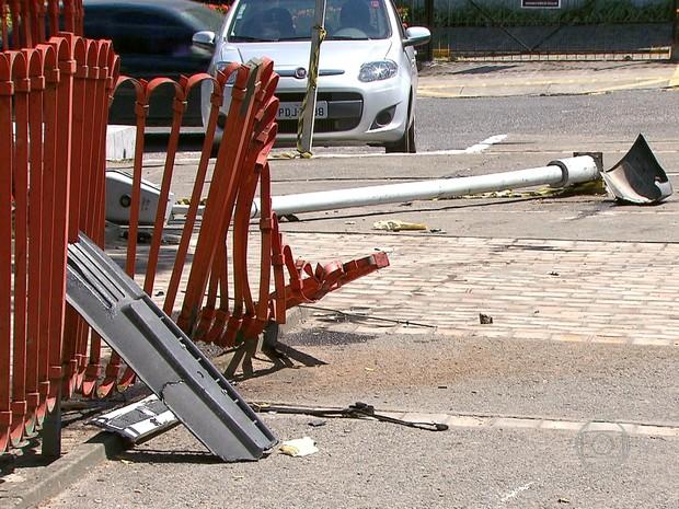 Local do acidente, no bairro da Torre, no Recife, ficou parcialmente destruído (Foto: Reprodução/TV Globo)