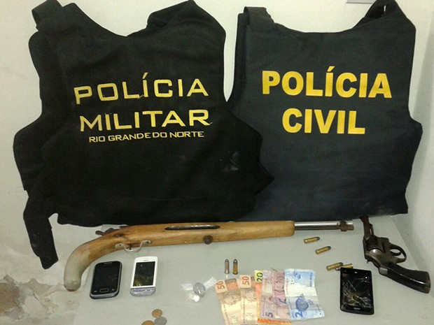 Foram cumpridos 5 mandados de busca e apreensão (Foto: Divulgação/Polícia Militar do RN)