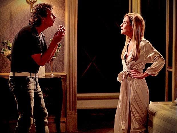 Max tem crise de ciúme e suspeita que Carminha ame Tufão de verdade (Foto: Divulgação/TV Globo)
