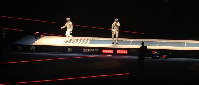 Russo comemora o ponto do título Mundial de Sabre (Foto: Chandy Teixeira)