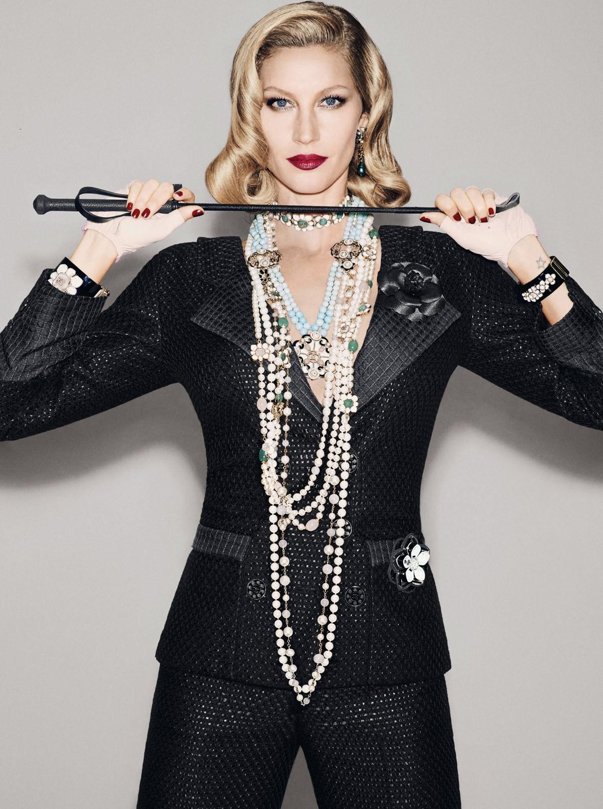 Gisele Bündchen na Vogue de dezembro (Foto: François Nars)