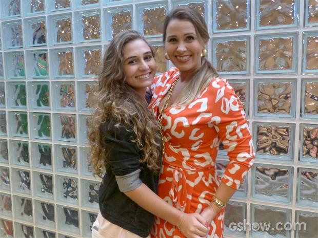 Andréia Sorvetão e a filha (Foto: Pé na Cova/ TV Globo)