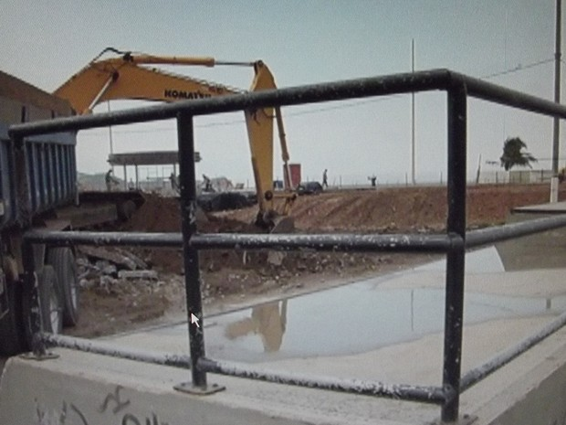 Skate Park da Praia do Forte começou a ser destruído pela Prefeitura (Foto: Reprodução/Inter TV)