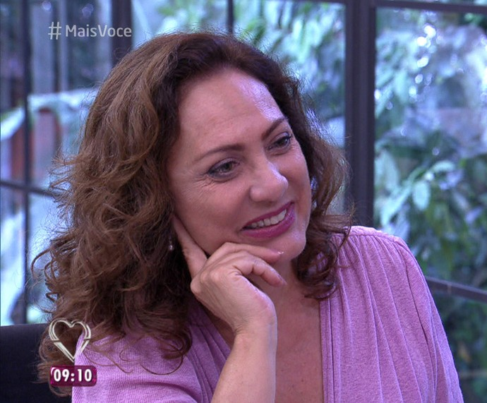 Eliane Giardini bate um papo com Ana Maria Braga (Foto: TV Globo)