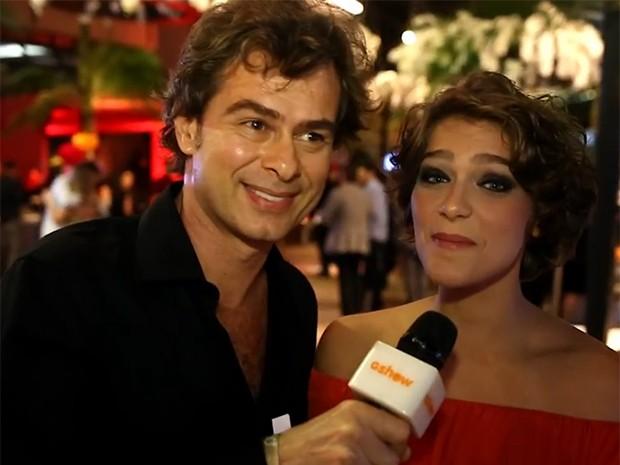 João Vitti entrevista Bella Santoni durante o especial de 50 anos (Foto: Gshow)