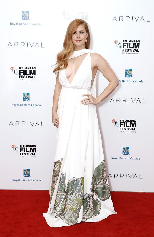 Amy Adams em première de filme em Londres, na Inglaterra (Foto: John Phillips/ Getty Images )