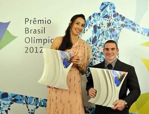 Sheilla e Arthur Zanetti Prêmio Brasil Olímpico 2012 (Foto: Fernando Soutello/Agif/COB)