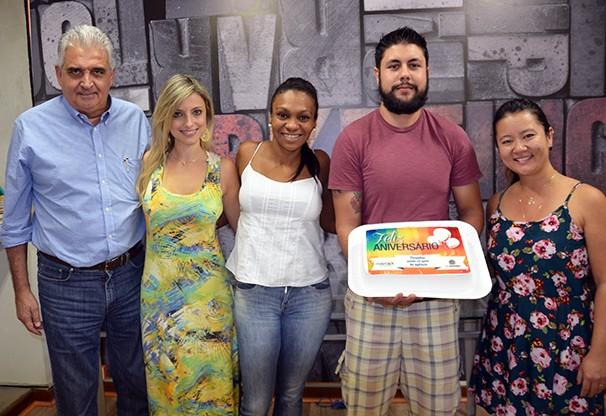 Equipe da Marca X e equipe comercial da TV Fronteira comemoram os 12 anos da agência (Foto: Marketing / TV Fronteira)