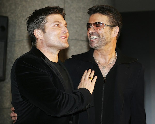 O cantor George Michael e o empresário Kenny Goss (Foto: Getty Images)