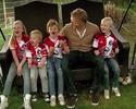 Tá em casa: filhos de Kuyt mostram paixão da família pelo Feyenoord