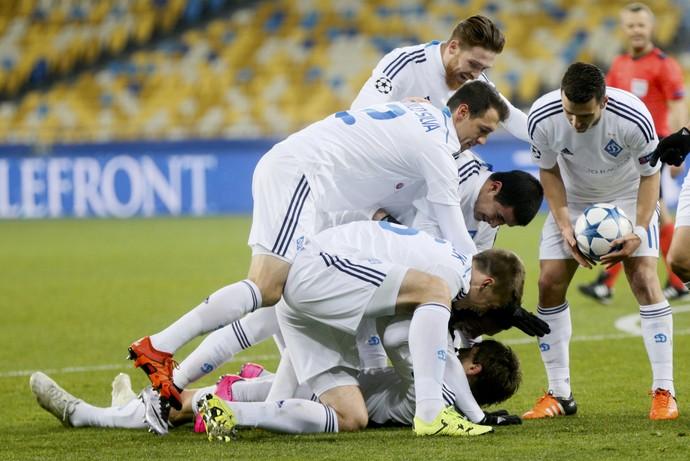 Comemoração gol de Garmash Dínamo de Kiev (Foto: REUTERS/Valentyn Ogirenko)