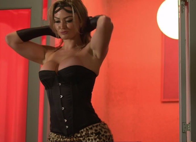 Luiziane revela que quer ser culta agora que é mulher de político (Foto: TV Globo)