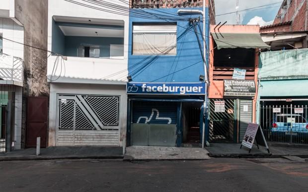 Comerciante criou a lanchonete Faceburguer em Heliópolis (Foto: Marcelo Brandt/G1)