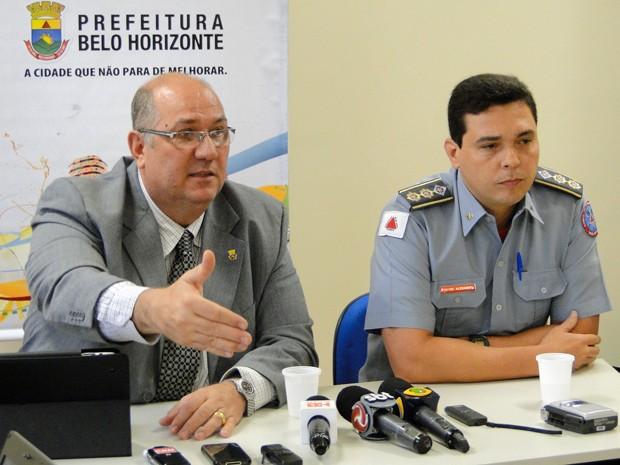 Secretário Municipal de Serviços Urbanos de Belo Horizonte Pier Senesi e tenente-coronel Alexandre Pereira. (Foto: Pedro Cunha/G1)