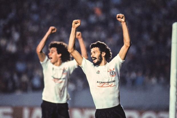 Comemorando mais um gol marcado pelo Corinthians (Foto: Ronaldo Kotscho)