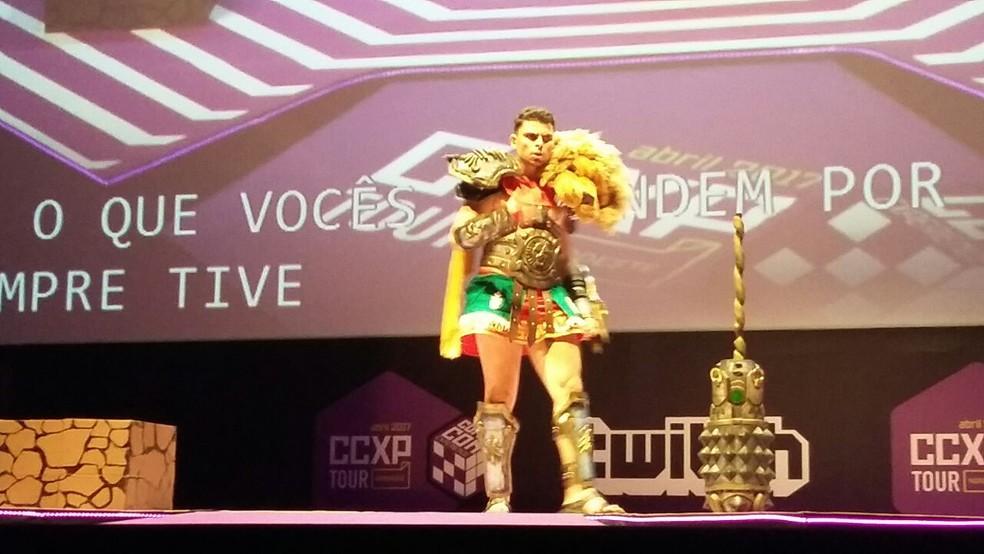 Diego homenageou o personagem Hércules, do jogo Smite, e venceu o concurso, neste domingo (16). (Foto: Pedro Alves/G1 PE)