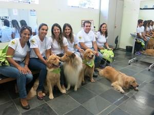 Pet terapia também atende idosos em asilos (Foto: Anna Gabriela Ribeiro / G1 Santos)