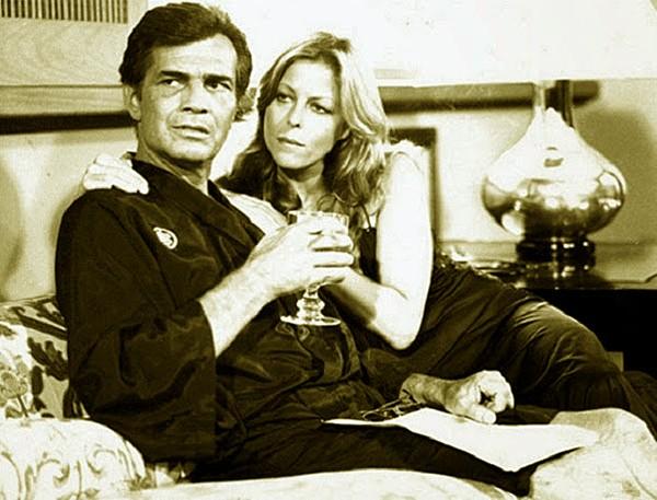 O insaciável Marcelo com as duas Moniques: a Evans (Diana) (Foto: Divulgação)