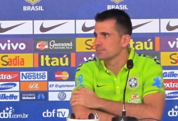 Victor goleiro da seleção coletiva (Foto: Marcelo Baltar)