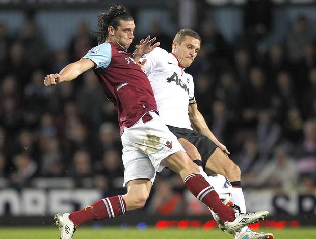 Andy Carroll jogo West Ham e Manchester United (Foto: AFP)