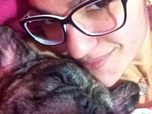 Dona de cão morto por PM na Bahia (Foto: Reprodução/TV Bahia)