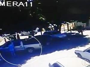 Câmera de segurança mostra criminoso furtando caminhonete em Cais de Goiânia (Foto: Reprodução/TV Anhanguera)
