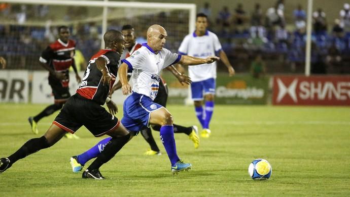 Lucas, volante do CSA (Foto: Ailton Cruz/ Gazeta de Alagoas)