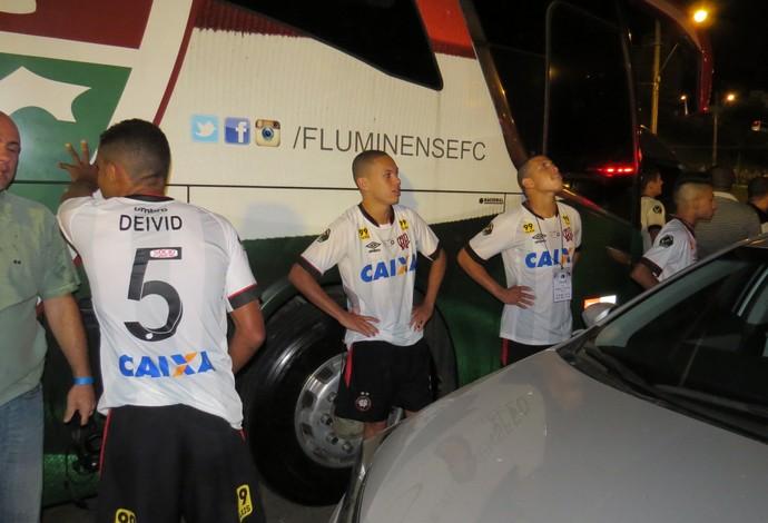 Confusão Atlético-PR Fluminense (Foto: Fernando Freire)