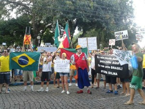 Protesto no Centro de Santa Cruz do Sul (Foto: Marluci Drum/RBS TV)
