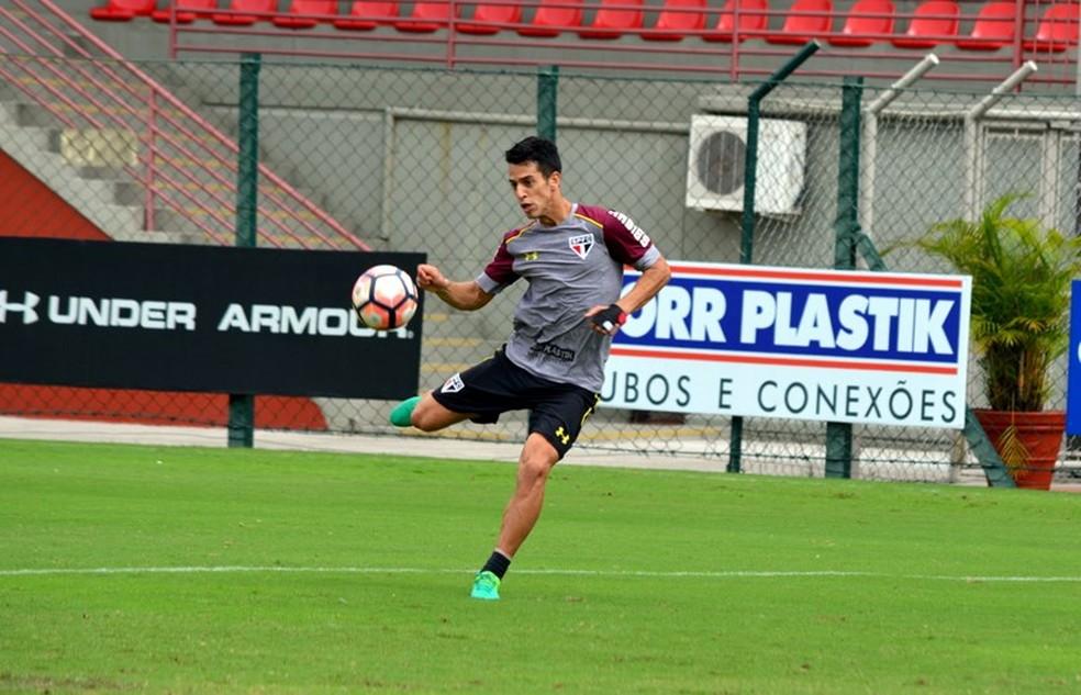 Thomaz pode jogar tanto no meio-campo como aberto no ataque (Foto: Érico Leonan / saopaulofc.net)