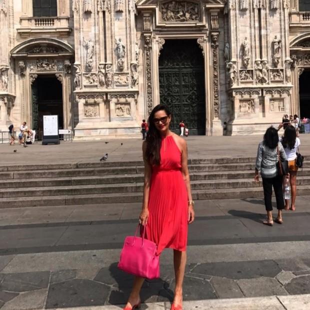 Luiza Brunet faz pose na Catedral de Milão (Foto: Reprodução/Instagram)