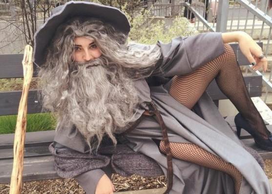 Gandalf com fendas nas pernas