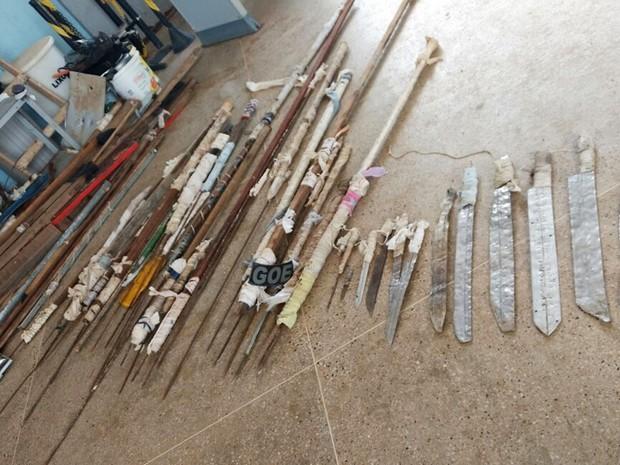 Imagem mostra parte do material apreendido nesta quarta-feira em Alcaçuz (Foto: G1/RN)