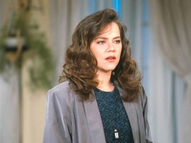 Irene Ribeiro (Viviane Pasmanter)