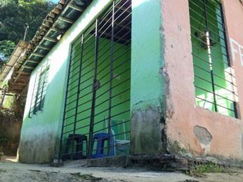 Bandidos foram até à casa das vítimas, em Camaragibe (Foto: Kety Marinho / TV Globo)