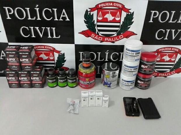 Anabolizantes e suplementos foram apreendidos em Jaú  (Foto: Polícia Civil/ Divulgação)