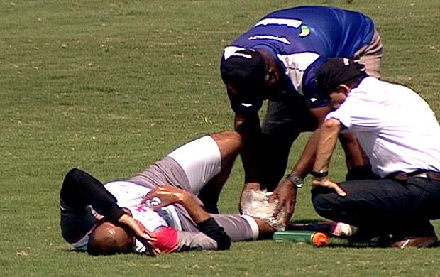 FRAME Alecsandro machucado treino Vasco (Foto: Reprodução / TV Globo)