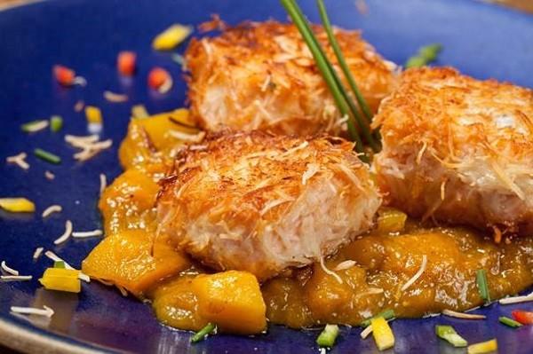 Aprenda a fazer uma receita de salmão com coco e curry indiano