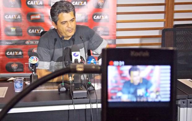 Ney Franco, técnico do Vitória, durante entrevista coletiva (Foto: Raphael Carneiro)