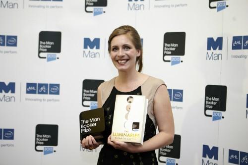 Foto (Foto: Eleanor Catton recebe o Man Booker Prize em 2013: mais jovem vencedora)