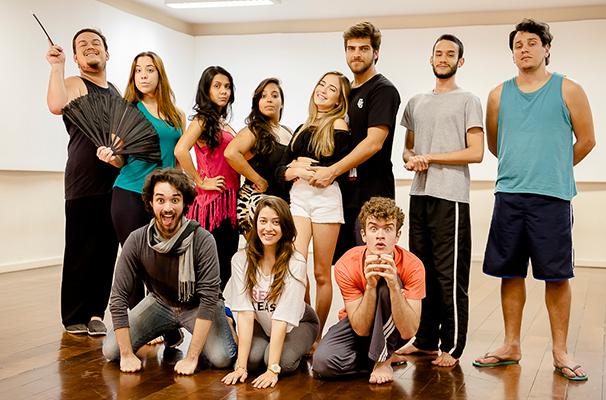 """O elenco de """"Cinderela"""" reunido para os ensaios (Foto: Divulgação)"""
