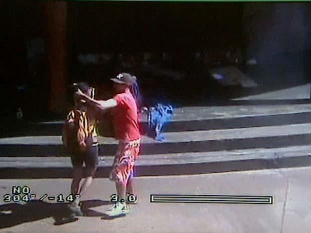 Homem espanca mulher no Centro de Ribeirão Preto, SP (Foto: Reprodução/EPTV)