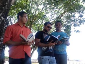 Poetas Azuis envolvem música e poesia nas apresentações (Foto: Fabiana Figueiredo/G1)