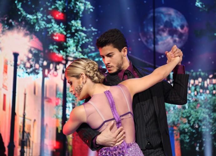 Concentração total de Arthur Aguiar e Mayara Araújo no palco (Foto: Carol Caminha/Gshow)