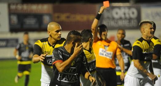 ficou na reclamação (Sidney Silva/Brusque FC)