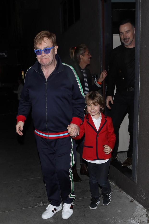 Elton John e família (Foto: AKM-GSI)