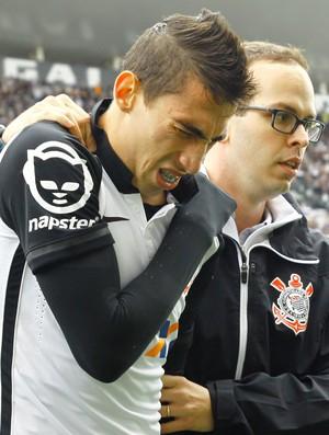 Rildo sai machucado do jogo entre Corinthians e Joinville (Foto: Luis Moura/Estadão Conteúdo)