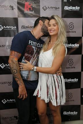 Gusttavo Lima e Andressa Suita em bastidores de show em Fortaleza, no Ceará (Foto: Felipe Panfili/ Divulgação)