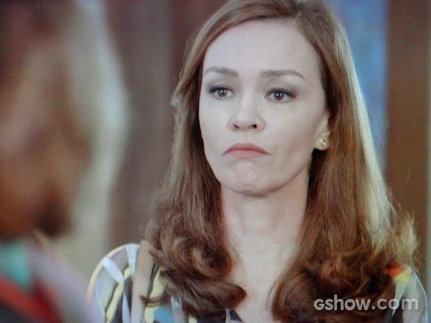 Helena ignora a presença de Luiza (Foto: Em Família/ TV Globo)