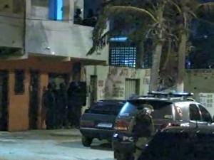 Segundo polícia, suspeito estava 'irredutível' (Foto: TV Verdes Mares/Reprodução)